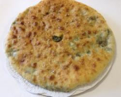 Осетинский пирог с зеленью и сыром «Дзахарагун»